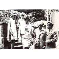 W Operze Leśnej Alfreda Zeszutek(pierwsza z lewej)  z przyjaciółmi, Sopot l. 60.XX w.