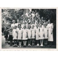 Boże Ciało, mała Anna stoi odwrócona w drugim rzędzie, Kościół pw. Gwiazdy Morza, 1940 rok