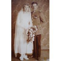 Antoni Minikowski z żoną Heleną z domu Cypryck w dniu ślubu 1 lipca 1919.