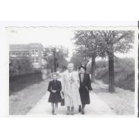 Antonina Topolewicz z babcią Bronisławą Boruć i mamą Eugenią Kałużną, Sopot 1949 r.