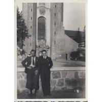 Od lewej Brunon Karnath i Jan Bianga pod Katedrą Oliwską, Gdańsk ok. 1935 r.
