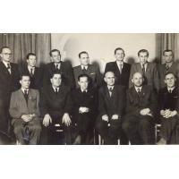 Pracownicy Urzędu Miasta,  trzeci od lewej siedzi Kazimierz Skrzypek wiceprzewodniczący Rady Narodowej, Sopot 1951 r.