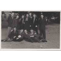 Uczestnicy kursów maturalnych. Uczestnicy kursów maturalnych. Pierwszy od lewej stoi Tadeusz Kopczyński, trzeci od lewej stoi Daniela Jankowska, Sopot 1948 r