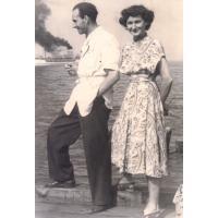Lech Czarnecki z siostrą Marią Haliną Tychoniewicz (z domu Czarnecka), Sopot  lata 50. XX w.