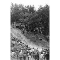 Motocross na granicy Kolibek i Kamiennego Potoku, lata 70. XX w.Archiwum rodziny Gałeckich