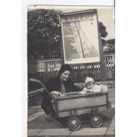 Olga Stiller z córką Magdaleną, Sopot 1961 r.