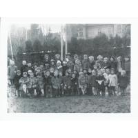 Dzieci z Przedszkola nr 1 przy ul. Chopina, Sopot 1945 lub 1946 r.