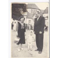 Ziuta i Tadeusz Pakalscy z córką Emilią, Sopot 1957 r.