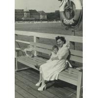 Ziutka Pakalska z córką Emilią, Sopot, lata 50. XX w.