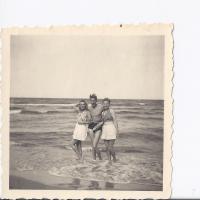 Alicja Niewęgłowska, Stefan Kaczorowski i Zofia Gorozdowska, Sopot 1946 r.