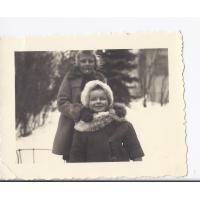 Ewa Niewęgłowska z Ewą Kawecką, Sopot 19. 02. 1946 r.