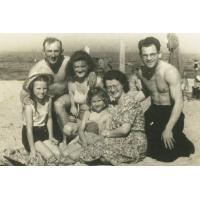 Rodzina Bianga na plaży, Sopot 1946 r