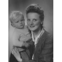Stanisław Ossowski z mamą Małgorzatą, Sopot 1947 r.