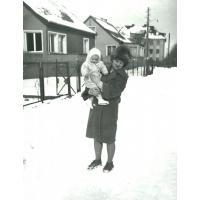 Grażyna Sztobryn z córką Anną, ul. Polna Sopot 1961 r.