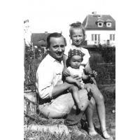 Marian Sztobryn z córkami Anną i Marzeną, Sopot lata 60. XX w.