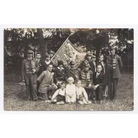 Zarząd sopockiego gniazda Towarzystwa Gimnastycznego Sokół. Gustaw Roth-Kowalski trzyma sztandar, 1937 r.