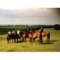 Amazonki z Jeździeckiego Klubu Sportowego w Sopocie w stadninie koni w Kadynach