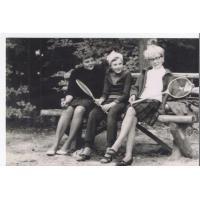 Od lewej Janina Rześnicka, Joanna i Elżbieta Błasińskie. Las pod stadionem, Sopot 1968 r.