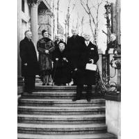 Rodzina Herbstów przed willą w Sopocie, ze zbiorów MSŁ