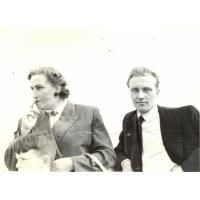 Irena Wieloszewska i jej brat Adrian Świrniak na molo, Sopot lata 50. XX w.