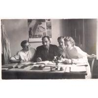 Irena Wieloszewska (pierwsza z lewej) w pracy, Sopot lata 50. XX w.