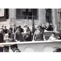 Irena Wieloszewska (w kapeluszu) na pochodzie, Sopot lata 50. XX w.