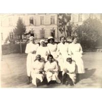 Irena Wieloszewska z domu Turek (stoi pierwsza z lewej) podczas studiów na Akademii Medycznej w Gdańsku, Gdańsk 1950-1953