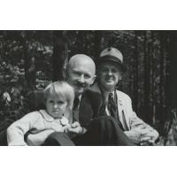 Franciszek Bar z córką Dorotą i mec. Eugeniuszem Kalatą, Sopot 1952 r.