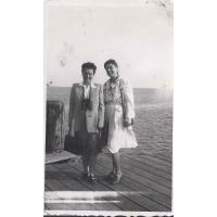 Izabella Stern i Felicja Roth, Sopot 1947 r.