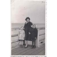 Izabella Stern z córkami Karin i Roswitą, Sopot 04. 1950 r.