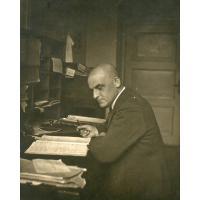 Jakub Schutta w biurze DOKP w Gdańsku, lata 30. XX w.