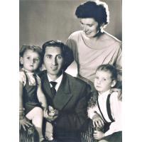 Portret rodzinny: mama, tata, siostra i ja 1959