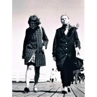Joanna Palke-Marczak z siostrą Ewą na molo 1971