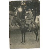 Aleksander Rzążewski, ojciec Krystyny Łubieńskiej na koniu.
