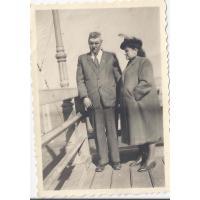 Małgorzata i Władysław Szatanowscy na molo, Sopot ok. 1948 r.