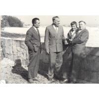 Michał Olichwier (z prawej) z rodziną na spacerze w Łazienkach Północnych, Sopot 1962 r.