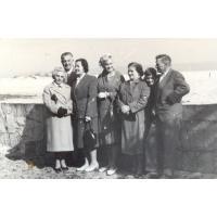 Michał Olichwier (z prawej) z rodziną na spacerze w Łazienkach Północnych, Sopot 1962 r. fot.2