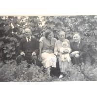 Michał Olichwier (z prawej) z żoną Bronisławą, teściami i wnukiem Krzysztofem, Sopot 1954 r.