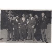 Tadeusz Kopczyński (pierwszy z prawej) z kolegami z kursów maturalnych, Sopot 1948 r