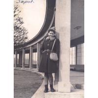 Teresa Lichodziejewska przy molo, Sopot 1947 r.