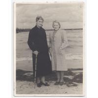 Walentyna Kurpisz-Roth z panią  Wandą, Sopot 1946 r.