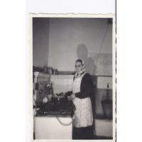 Stefania Witz w kuchni domu przy ul. Kraszewskiego, Sopot lata 50. XX w.