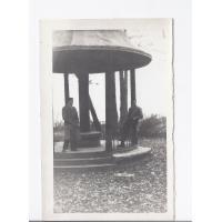 Wiesław Witz i Zbyszek Penkala przy świątyni Kollatha, Sopot ok. 1950.