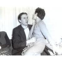 W biurze BART-u, Wojciech Korzeniewski z koleżanką, Sopot ul. Chopina 10, lata 70. XX w.