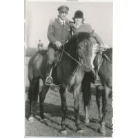Wojciech Kowerski w mundurze podczas patrolu trasy przed przejazdem księcia Filipa, Sopot 1975 r.