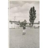 Wojciech Kowerski przy stajni nr 6, Sopot lata 50. XX w.